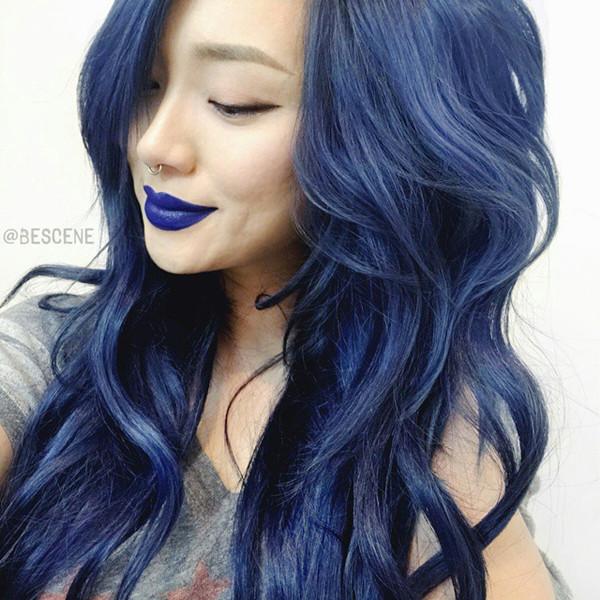 Dark-blue-hair-color-idea-incredible-cool-look