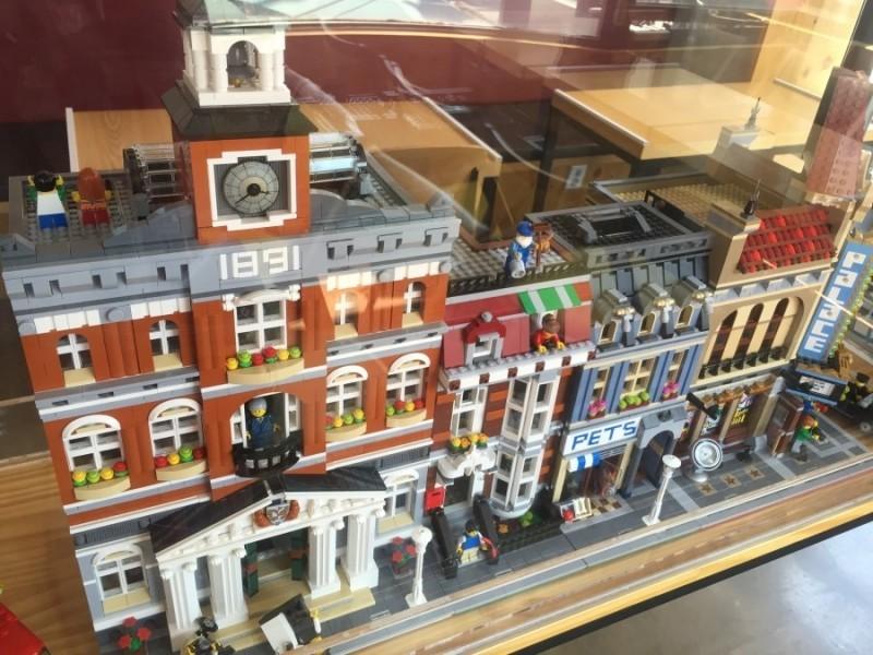 Lego-Theme-Cafe-in-Hongdae-Seoul-800x600
