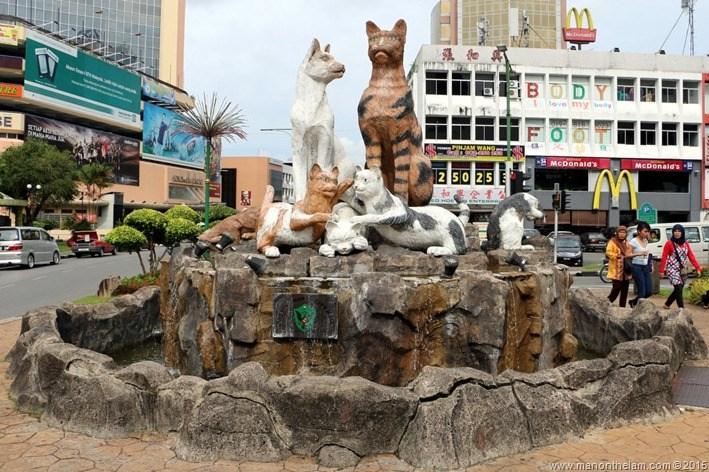 Cat-City-Kuching-Borneo-Malaysia-640_thumb