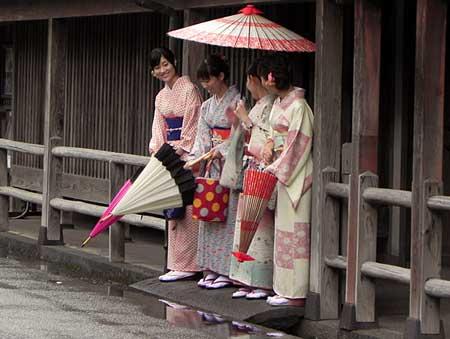 Rain-and-Japanese-women