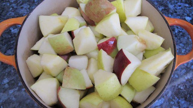 applesauce-cut-apples