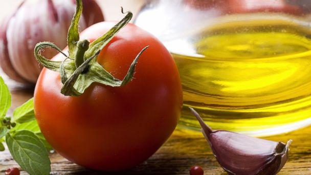 gty_tomato_olive_oil_jc_150309_16x9_608