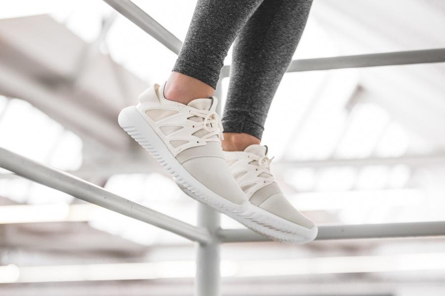 adidas-tubular-viral-w-beige-white-s75579-mood-2
