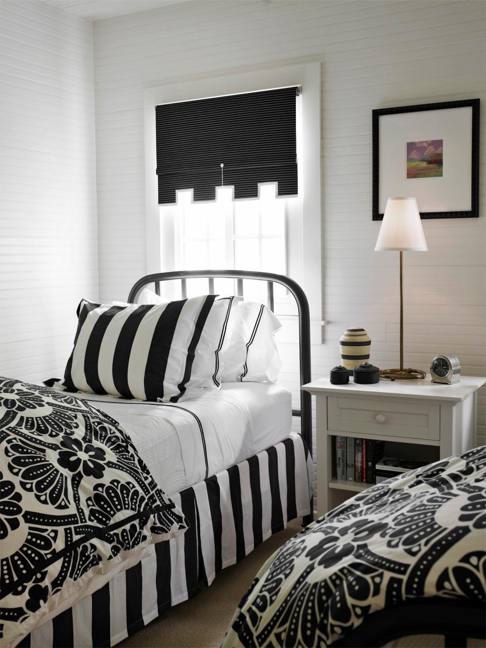 original_Tom-Stringer-black-white-bedroom-twin-beds.jpg.rend.hgtvcom.966.1288