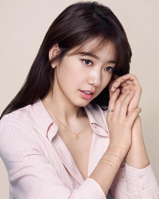 11-3_park_shin_hye_1