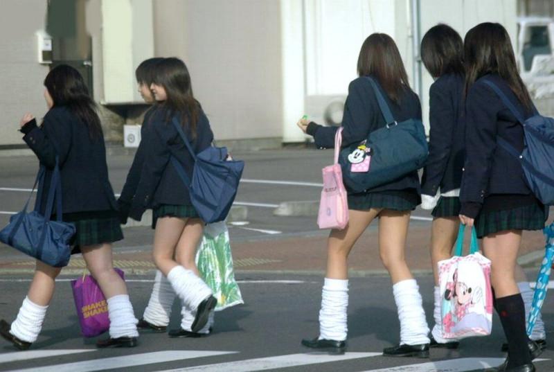 school-girls-socks-06-800x537