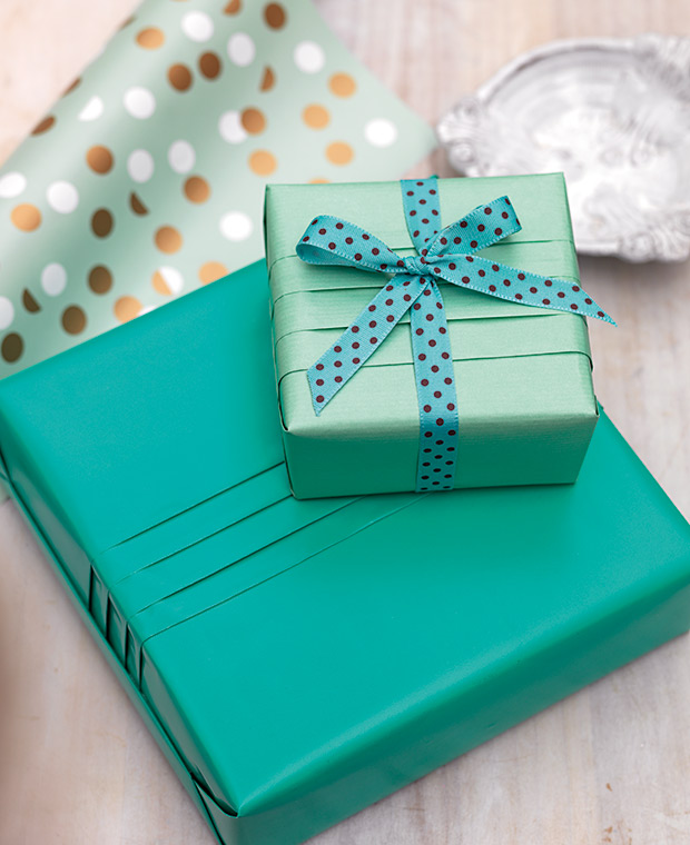 Jane-Means-Gift-Wrapping-Pleated-Box-15