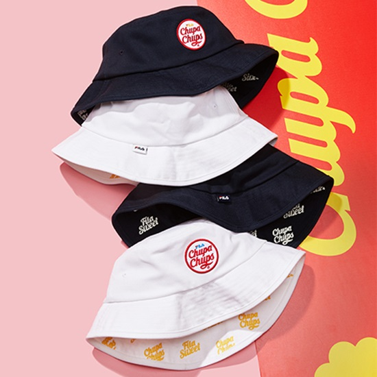 หมวกสีดำและสีขาวสุดเก๋พิมพ์ลายโลโก้ Chupa Chups ไว้ด้านหน้าบ่งบอกถึงความเป็น ลิมิเต็ด อิดิชั่น จะใส่คู่กับแฟน หรือจะใส่เดี่ยว ... c68b79ea8016